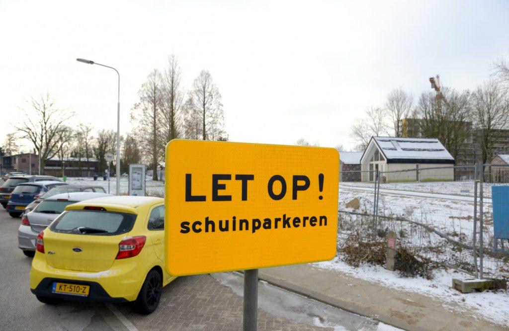 Verkeersbord schuin parkeren Ursulastraat